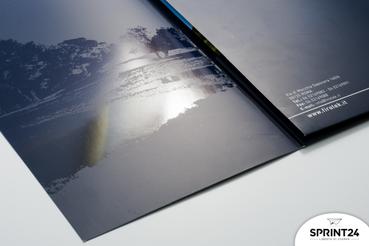 Cartelline personalizzate: stampa online il materiale aziendale: Cartelline personalizzate: scopri su Sprin24 come realizzare cartelline personalizzate di qualità con il logo della tua azienda!